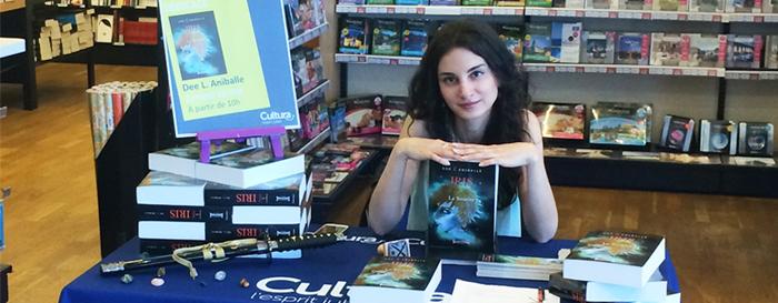 Dee L. Aniballe : un auteur hybride passé de l'autoédition chez Bookelis à l'édition traditionnelle