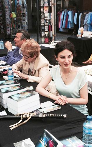 Dee L. Aniballe lors d'un salon du livre - autoédition Bookelis